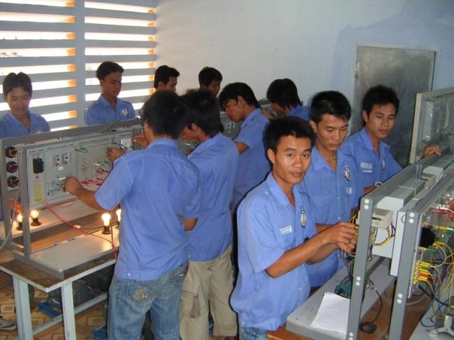 Trường Trung cấp nghề nhân đạo