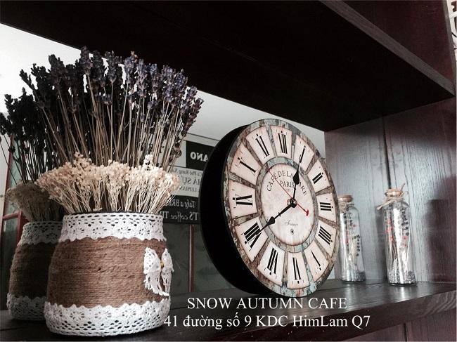 Snow Autumn Cafe
