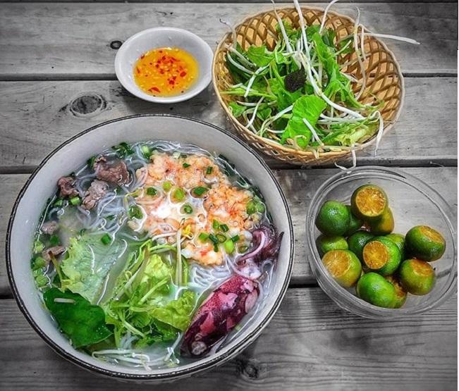 Bún quậy Phú Quốc là món ăn sáng Sài Gon ngon