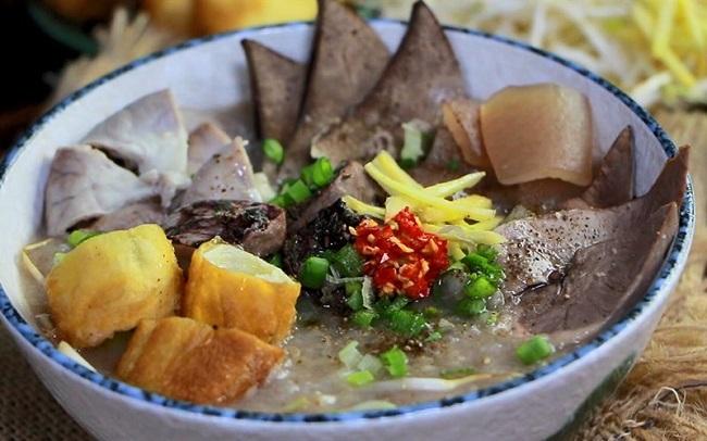 Cháo Lòng Chợ Bến Thành là quán ăn sáng Sài Gòn rất nổi tiếng