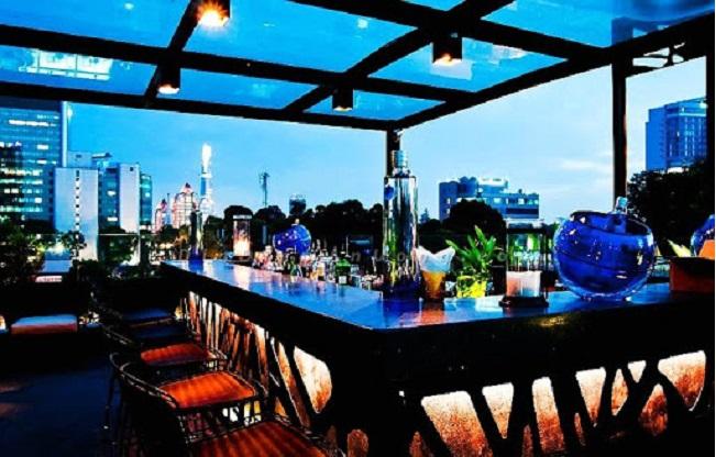 Cloud 9 Lounge là quán cà phê sân thương view đẹp ở Sài Gòn