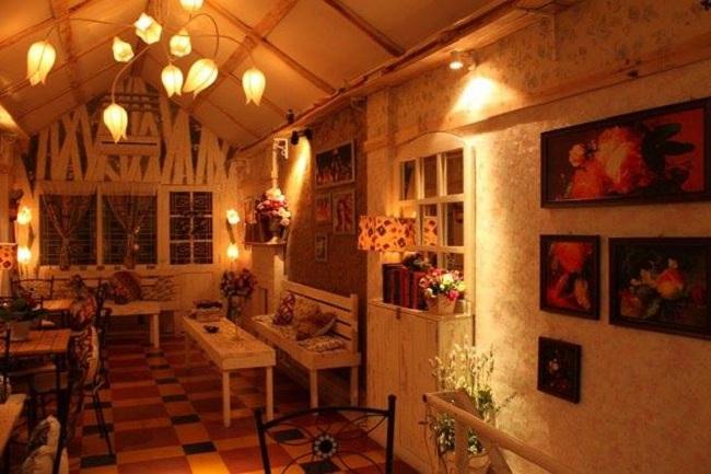 Gác Hoa Attic Cafe là Quán Cà Phê Đẹp Yên Tĩnh Ở Sài Gòn