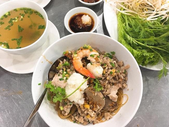 Hủ Tiếu Nam Vang Tài Anh – Quán Ăn Đêm Ngon Ở Sài Gòn
