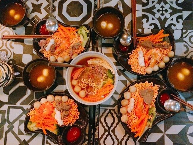 Mì Cay Khuya Nguyễn Trãi – Quán Ăn Đêm Nổi Tiếng Ở Sài Gòn