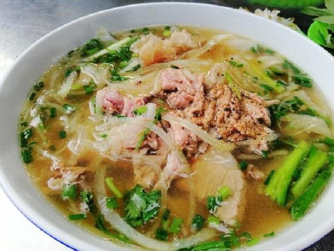 Phở Phú Vương là một quán ăn sáng Sài Gòn có từ lâu đời ở đất Sài Thành