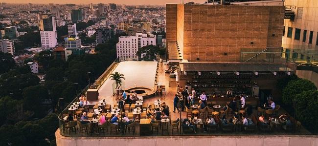 Rooftop Pool Bar – Quán Cafe Nóc Nhà