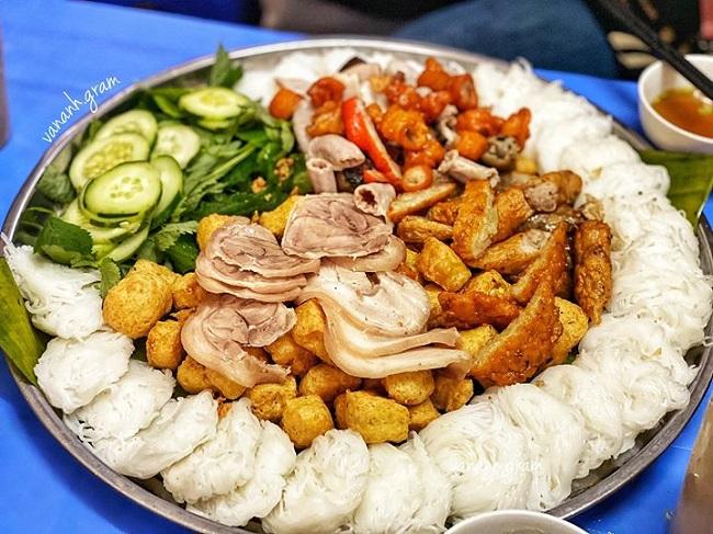 Ăn trưa hà Nội bằng món Bún đậu Hàng Khay
