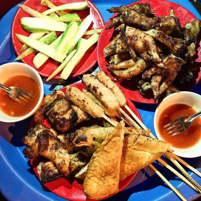 Chân gà nướng Bà Triệu là món ăn vặt ngon ở Hà Nội