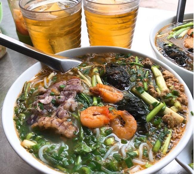 Phở – Mỳ Xào Ngọc Lan là quán ăn trưa Hà Nội ngon
