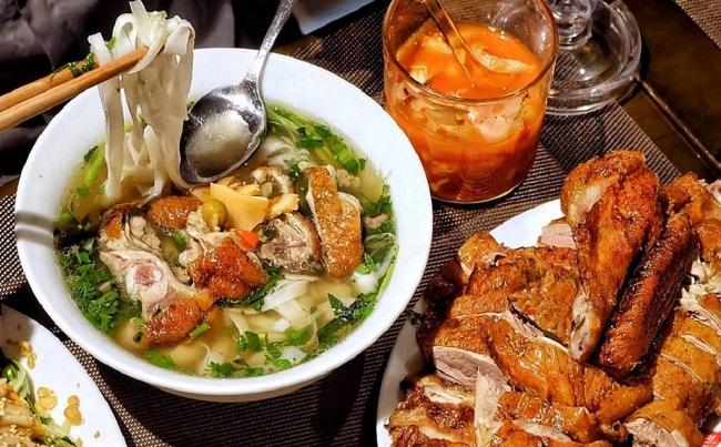 Phở vịt quay là món ăn trưa ngon ở Hà Nội