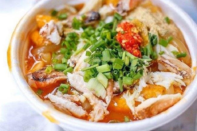 Bánh canh cua 36 là món ăn trưa Hà Nội ngon