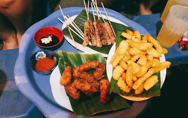 Nem chua Phượng là quán ăn vặt ngon ở Hà Nội