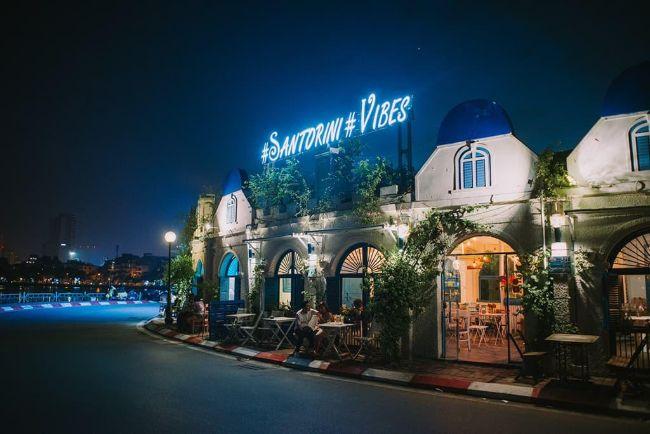 Santorini Vibes Cafe - quán cafe yên tĩnh ở Hà Nội