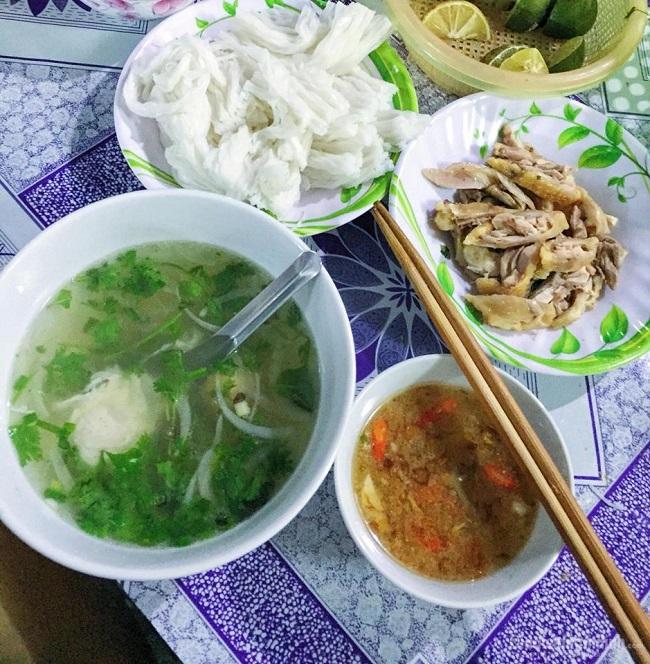Phở Chấm là quán ăn tối Hà Nội