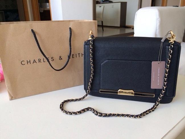 Charles & Keith là một trong các thương hiệu túi xách bình dân